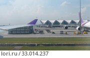 Купить «Airplane taxiing in Suvarnabhumi airport, Bangkok», видеоролик № 33014237, снято 30 ноября 2017 г. (c) Игорь Жоров / Фотобанк Лори
