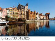 Motlawa river embankment in historical part of Gdansk at sunny day (2018 год). Стоковое фото, фотограф Яков Филимонов / Фотобанк Лори