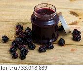Купить «Blackberry jam in jar and berries», фото № 33018889, снято 5 апреля 2020 г. (c) Яков Филимонов / Фотобанк Лори