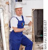 Купить «Experienced construction worker», фото № 33020637, снято 28 мая 2018 г. (c) Яков Филимонов / Фотобанк Лори