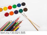 Купить «Watercolor paints and color pencils», фото № 33021505, снято 3 февраля 2020 г. (c) Юлия Бабкина / Фотобанк Лори