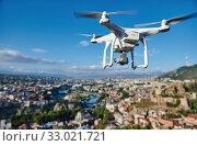 drone with digital camera hovering over city. Стоковое фото, фотограф Дмитрий Калиновский / Фотобанк Лори