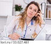 businesswoman filling up documents. Стоковое фото, фотограф Яков Филимонов / Фотобанк Лори