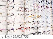 Купить «Glasses showcase in modern optic shop», фото № 33027733, снято 27 августа 2019 г. (c) Яков Филимонов / Фотобанк Лори
