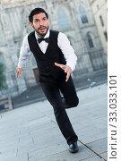 Купить «Emotional man in formalwear running», фото № 33033101, снято 5 августа 2017 г. (c) Яков Филимонов / Фотобанк Лори
