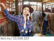 Купить «Girl farmer using her smartphone», фото № 33039337, снято 2 октября 2018 г. (c) Яков Филимонов / Фотобанк Лори
