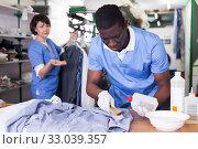 Купить «Laundry worker during daily work», фото № 33039357, снято 15 января 2019 г. (c) Яков Филимонов / Фотобанк Лори