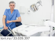 Купить «Male dentist is ready to accept client in clinic», фото № 33039397, снято 30 апреля 2019 г. (c) Яков Филимонов / Фотобанк Лори