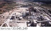 Купить «Top view of a cement factory near the city Bunol. Spain», видеоролик № 33045249, снято 24 апреля 2019 г. (c) Яков Филимонов / Фотобанк Лори