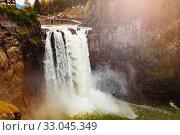 Купить «Snoqualmie Falls waterfall closeup Washington, USA», фото № 33045349, снято 2 апреля 2015 г. (c) Сергей Новиков / Фотобанк Лори