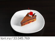 A piece of cake with a red cherry. Стоковое фото, фотограф Алексей Хромушин / Фотобанк Лори