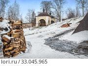 Купить «Часовня Кирилла Белозерского и дрова Chapel of Cyril of Belozersky and firewood», фото № 33045965, снято 4 января 2020 г. (c) Baturina Yuliya / Фотобанк Лори