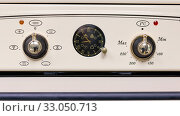 Купить «The front panel of the new electric oven beige.», фото № 33050713, снято 3 февраля 2017 г. (c) Акиньшин Владимир / Фотобанк Лори