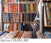 Купить «Fabric bolts on shop shelves», фото № 33051381, снято 7 февраля 2019 г. (c) Яков Филимонов / Фотобанк Лори