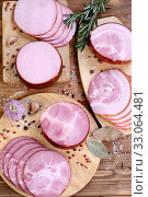 Ассорти из деликатесов на деревянном фоне со специями. Стоковое фото, фотограф Марина Володько / Фотобанк Лори