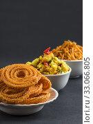 Indian Snack : Chakli, chakali or Murukku and Besan (Gram flour) Sev and chivada or chiwada. Diwali Food. Стоковое фото, фотограф Dipak Chhagan Shelare / easy Fotostock / Фотобанк Лори