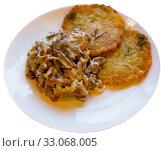 Купить «Fried beef in sour cream sauce with potato pancakes. Belarus cui», фото № 33068005, снято 22 февраля 2020 г. (c) Яков Филимонов / Фотобанк Лори
