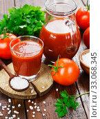 Купить «Tomato juice in a glass jug», фото № 33068345, снято 29 июля 2019 г. (c) Надежда Мишкова / Фотобанк Лори