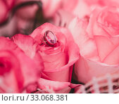 Blur Holiday concept Valentine's Day. Pink background with roses and engagement ring. Стоковое фото, фотограф katalinks / Фотобанк Лори