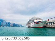 Купить «Arcadia cruise ship in Hong Kong», фото № 33068585, снято 16 марта 2017 г. (c) Александр Подшивалов / Фотобанк Лори