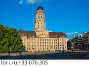 Berlin, Berlin state / Germany - 2018/07/24: Historic Old City Hall building - Altes Stadthaus - serving as a seat of Senate, in the Mitte quarter of Berlin. Редакционное фото, фотограф bialorucki bernard / age Fotostock / Фотобанк Лори