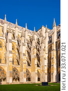 London, England / United Kingdom - 2019/01/28: Inner courtyard of the royal Westminster Abbey, formally Collegiate Church of St. Peter at Westminster at the Dean's Yard in Central London. Редакционное фото, фотограф bialorucki bernard / age Fotostock / Фотобанк Лори