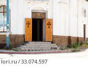Купить «Entrance to church. Kerch, Crimea», фото № 33074597, снято 29 июня 2019 г. (c) Владимир Арсентьев / Фотобанк Лори