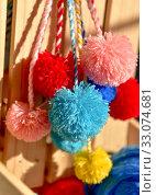 Пушистые помпоны с разноцветными нитками. Стоковое фото, фотограф Nunik Varderesyan / Фотобанк Лори