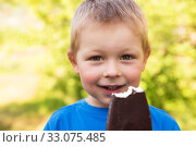 Купить «Smiling child with popsicle ice cream», фото № 33075485, снято 16 июля 2019 г. (c) Юлия Бабкина / Фотобанк Лори