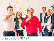 Business people celebrating victory at office party holding glasses of champagne. Стоковое фото, фотограф Zoonar.com/Tatiana Badaeva / easy Fotostock / Фотобанк Лори