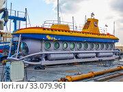 Купить «Touristic yellow submarine under repair», фото № 33079961, снято 12 декабря 2019 г. (c) Роман Сигаев / Фотобанк Лори