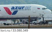 Купить «Passengers leaving airplane», видеоролик № 33080349, снято 2 декабря 2018 г. (c) Игорь Жоров / Фотобанк Лори