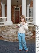 Купить «Girl Holding Her College Fund», фото № 33100641, снято 26 мая 2020 г. (c) PantherMedia / Фотобанк Лори