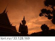 Купить «Der Wat Arun Tempel in der Stadt Bangkok in Thailand in Suedostasien.», фото № 33128169, снято 28 мая 2020 г. (c) PantherMedia / Фотобанк Лори