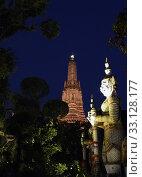 Купить «Der Wat Arun Tempel in der Stadt Bangkok in Thailand in Suedostasien.», фото № 33128177, снято 28 мая 2020 г. (c) PantherMedia / Фотобанк Лори