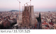 Купить «Aerial panorama view of Barcelona city skyline and Sagrada familia at dusk time», видеоролик № 33131525, снято 13 июня 2019 г. (c) Яков Филимонов / Фотобанк Лори