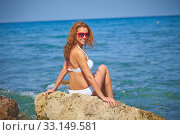 Купить «Woman by the sea», фото № 33149581, снято 8 апреля 2020 г. (c) PantherMedia / Фотобанк Лори