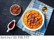 Купить «mashed sweet potato topped with pecan nuts», фото № 33150177, снято 21 ноября 2019 г. (c) Oksana Zh / Фотобанк Лори