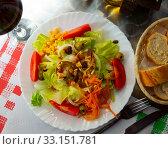 Купить «Spanish salad with goat cheese», фото № 33151781, снято 14 июня 2019 г. (c) Яков Филимонов / Фотобанк Лори