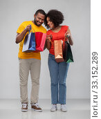 Купить «happy african american couple with shopping bags», фото № 33152289, снято 15 декабря 2019 г. (c) Syda Productions / Фотобанк Лори