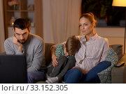 Купить «family watching something boring on tv at night», фото № 33152305, снято 22 декабря 2019 г. (c) Syda Productions / Фотобанк Лори