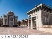Купить «Hazret-Khizr mosque with the mausoleum of the first President of the Republic of Uzbekistan Islam Karimov. Samarkand, Uzbekistan», фото № 33160093, снято 16 октября 2019 г. (c) Наталья Волкова / Фотобанк Лори