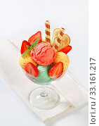 Ice cream sundae. Стоковое фото, фотограф Alena Dvorakova / PantherMedia / Фотобанк Лори