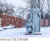 Купить «Monument to the Balakhna heroes of the Soviet Union in the Nizhny Novgorod region», фото № 33179685, снято 5 января 2020 г. (c) Дмитрий Тищенко / Фотобанк Лори