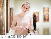 Ordinary girl holding guide book in museum. Стоковое фото, фотограф Яков Филимонов / Фотобанк Лори