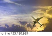 Купить «Large airliner in cloudy sky», фото № 33180989, снято 8 апреля 2020 г. (c) Яков Филимонов / Фотобанк Лори