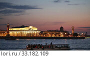 Купить «St. Petersburg, evening view of the Spit of Vasilyevsky Island at sunset. Tourists ride pleasure river boats, see the sights and enjoy beautiful view», видеоролик № 33182109, снято 19 мая 2017 г. (c) Юлия Бабкина / Фотобанк Лори