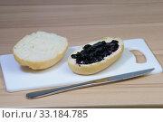 Bread rolls with jam. Стоковое фото, фотограф Mirko Hänisch / PantherMedia / Фотобанк Лори