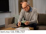 Купить «senior man counting money at home», фото № 33196737, снято 20 декабря 2019 г. (c) Syda Productions / Фотобанк Лори