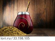 Купить «Composition with yerba mate cup and leaves», фото № 33198105, снято 21 февраля 2020 г. (c) PantherMedia / Фотобанк Лори